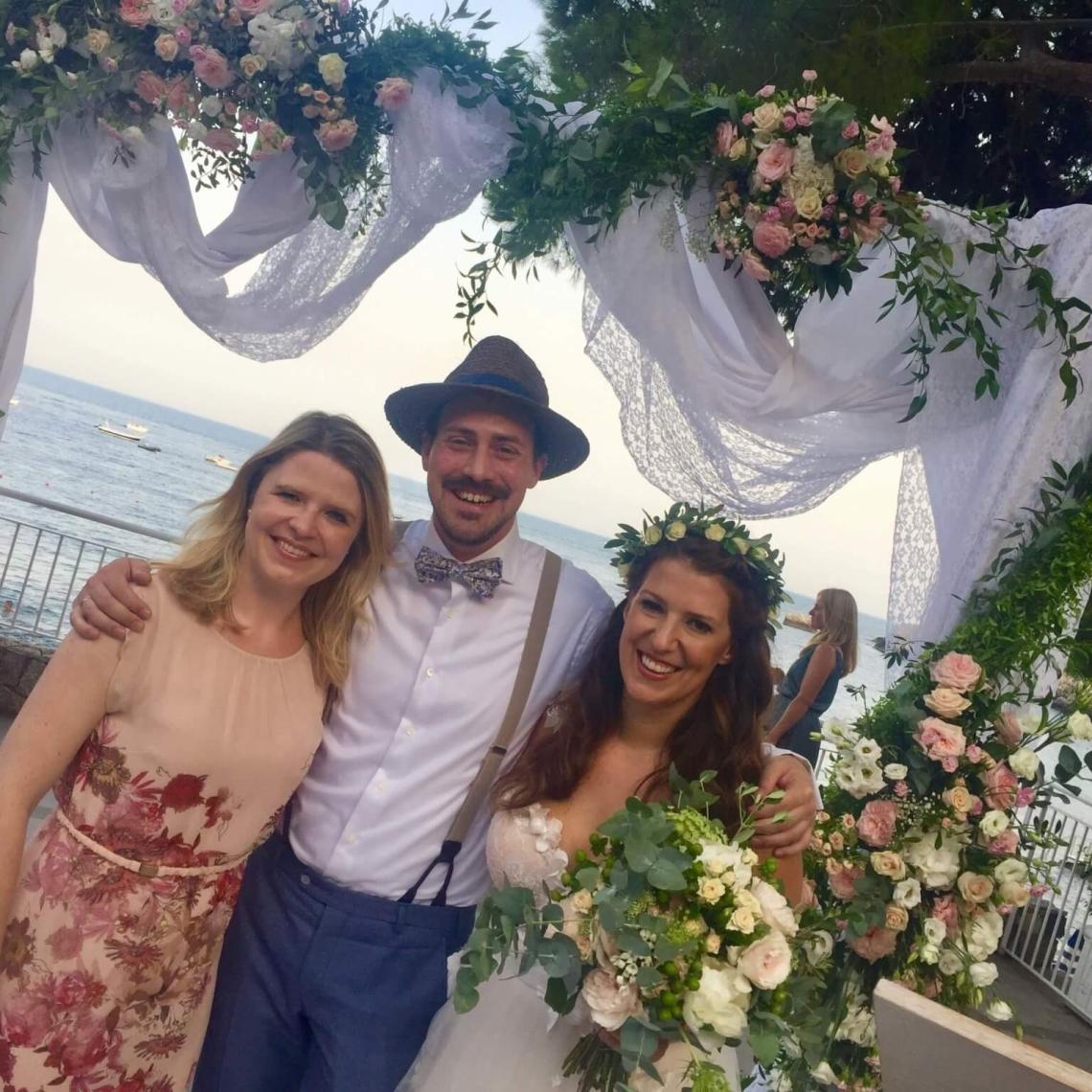 Glücksmarie mit Brautpaar nathalie und Tobi im La Plage Resort in Sizilien