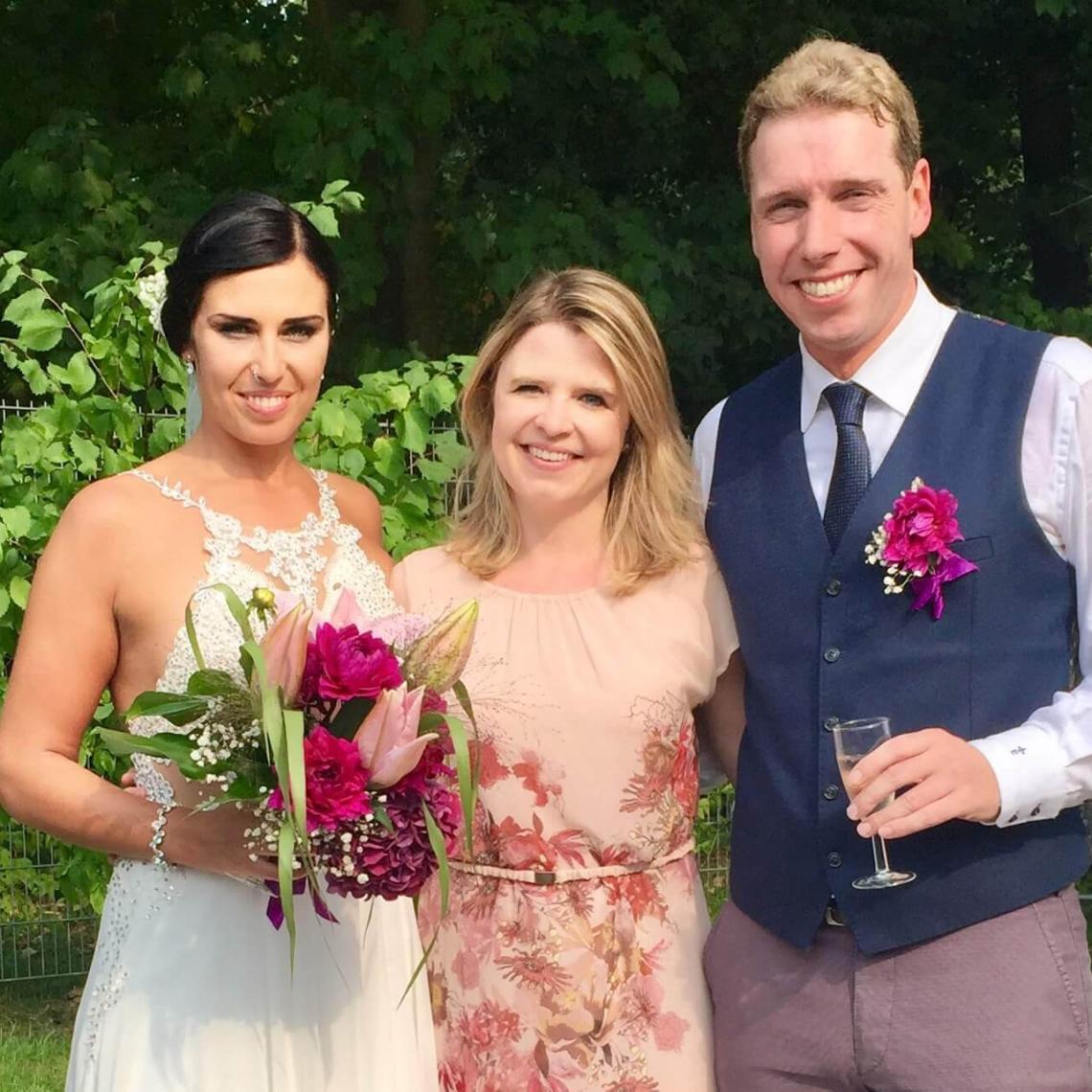 Glücksmarie mit Brautpaar Milda und Sascha in der Hochzeitslocation beach Club in Bocklemünd