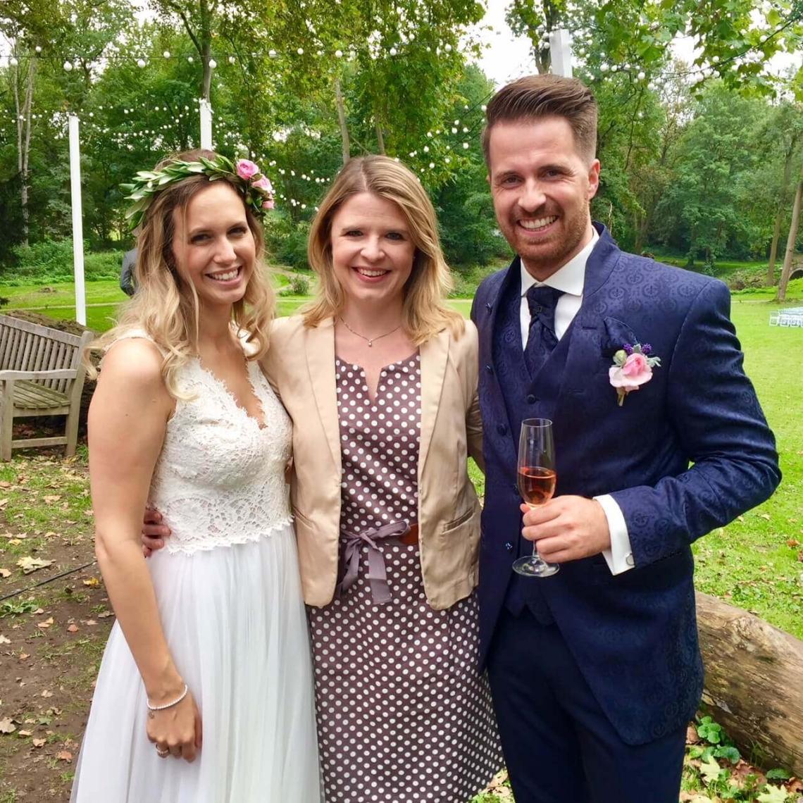 glücksmarie mit Brautpaar Eva und Matthias im Ritergut Orr in Pulheim